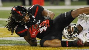 Texas Tech WR Bradley Marquez had 6 receptions for 130 yards and 3 TD against Baylor on Saturday, but this catch, originally a TD, was ruled incomplete after video review. Texas Tech's late 29-6 charge brought them close, but Baylor won 48-46. (Washington Post)